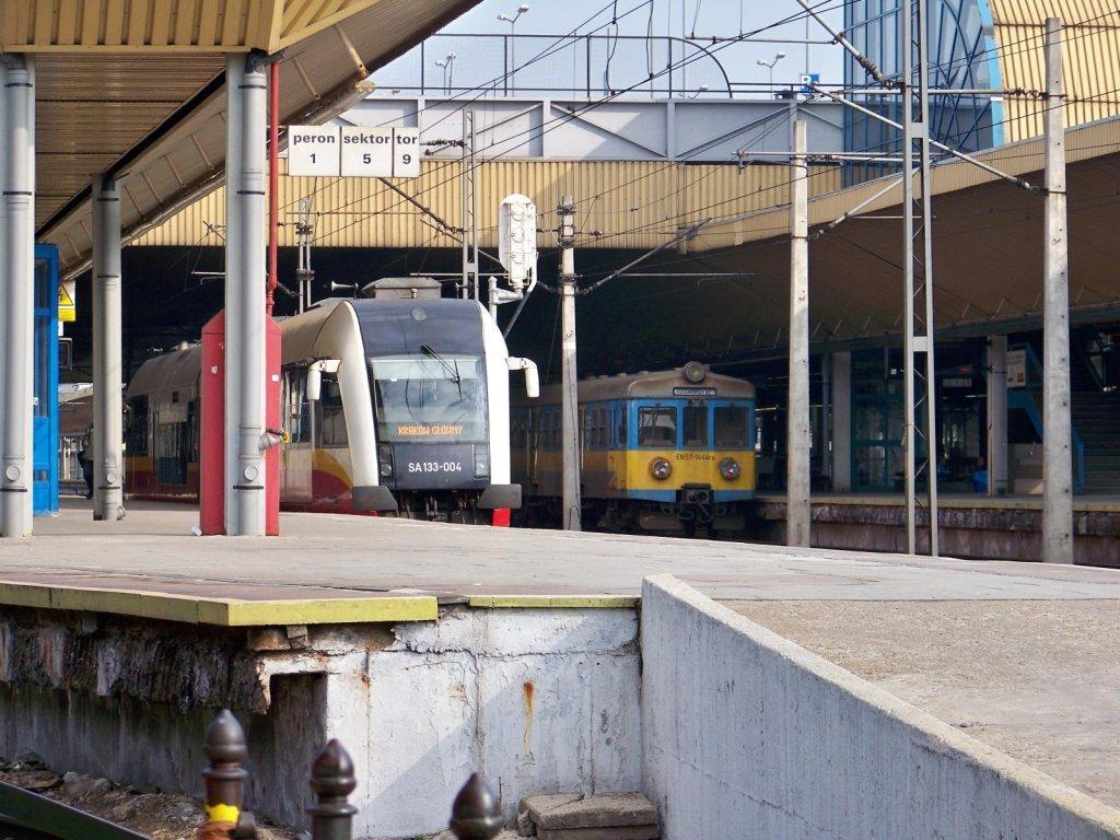 Małopolski nowoczesny pociąg na lotnisko w Balicach (2)