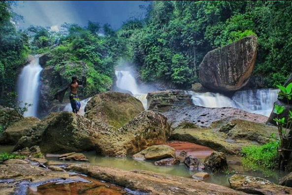 curug ngebul telu wisata alam di tasikmalaya