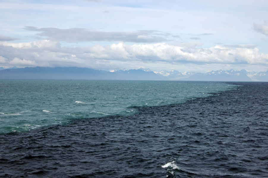 2 oceans meet and water does not mix