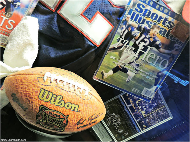 Balón Oficial Super Bowl XXXVIII en el Museo de los Patriots