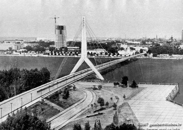 Один из конкурсных проектов пилона Горьковского (Вантового) моста, который был отклонен (фото из личной коллекции Н. Розенберга).