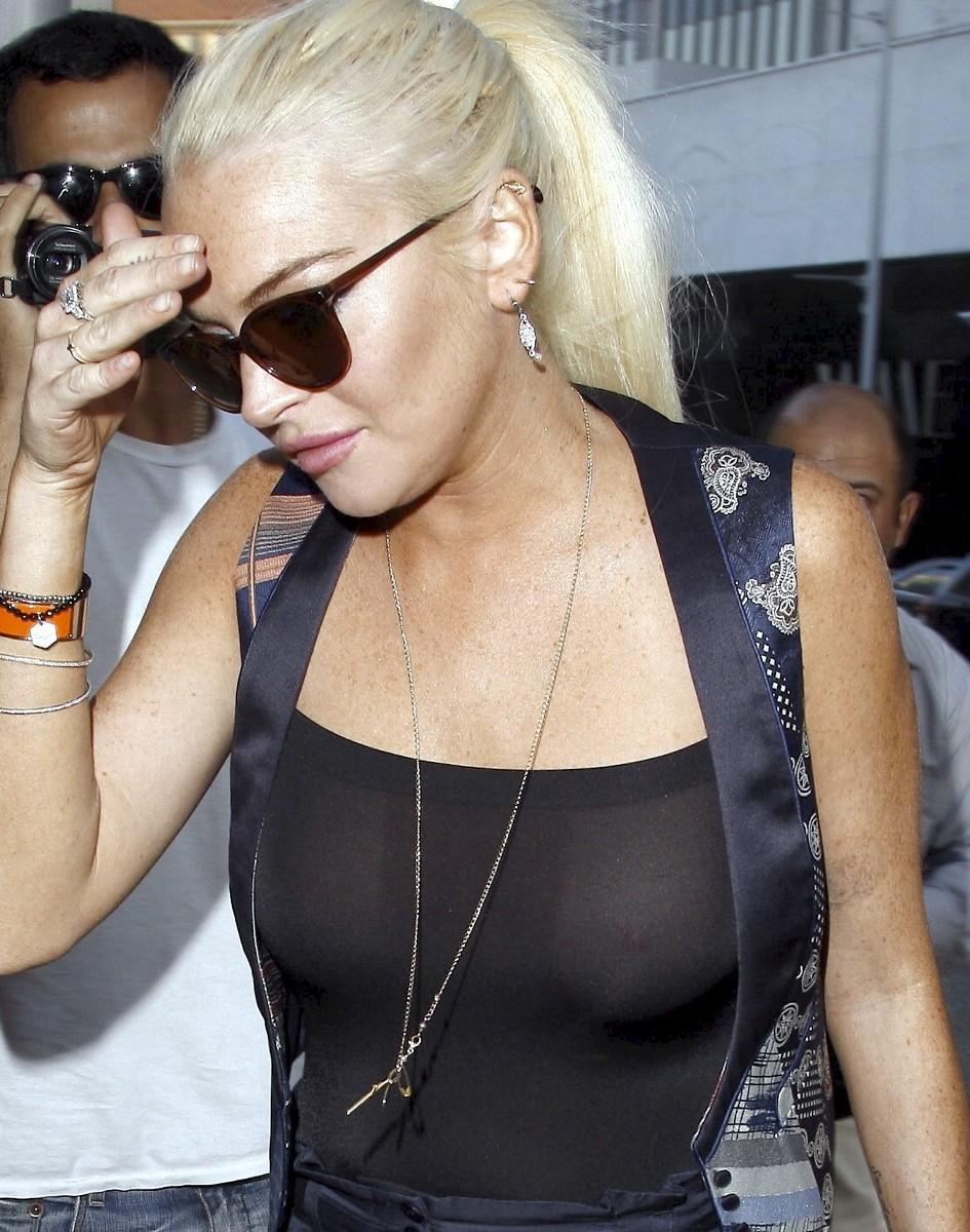 Lindsay Lohan Share Her Hotness