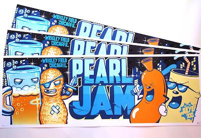 Inside the rock poster frame blog pearl jam chicago munk for Poster mural 4 murs