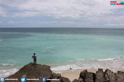 http://www.maringetrip.com/2017/06/pantai-watu-bela-sumba.html
