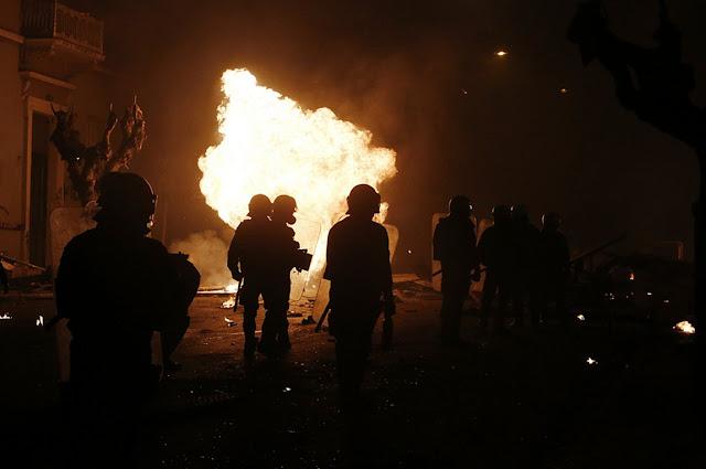 Αστυνομικοί: Οι κουκουλοφόροι θέλουν να μας σκοτώσουν