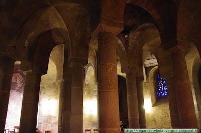 La crypte de Notre Dame d'Orcival.