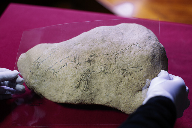 Researchers find a piece of Palaeolithic art featuring birds and humans