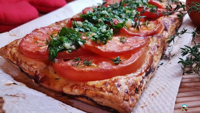 Tarta de tomate y hojaldre