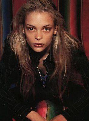 Neala Olivia: 90s Heroin Chic Make-Up
