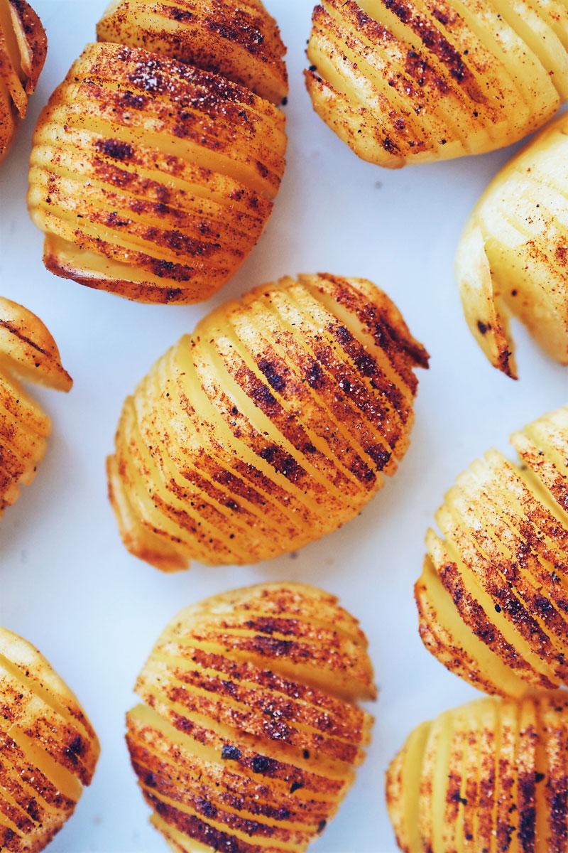 Ziemniaki hasselback - idealny dodatek do obiadu.