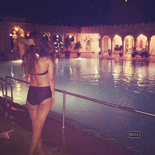 Karishma Sharma Bikini Pics (3)