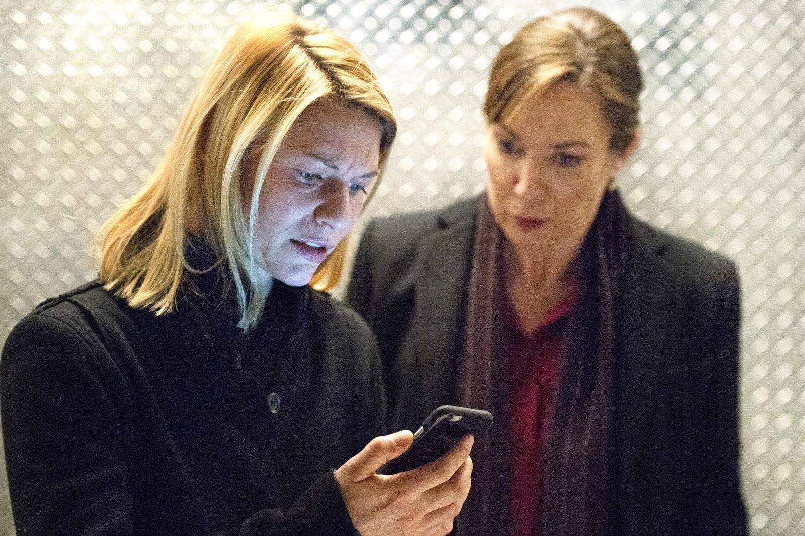 Carrie (Claire Danes) y la presidenta Keane (Elizabeth Marvel) en Homeland 6x12 America First