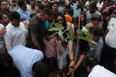 Sanjay-Dutt-Manyata-Dutt-at-Tree-Plantation-Initiative-By-MCGM-Bhamla-Foundation-on-2nd-June