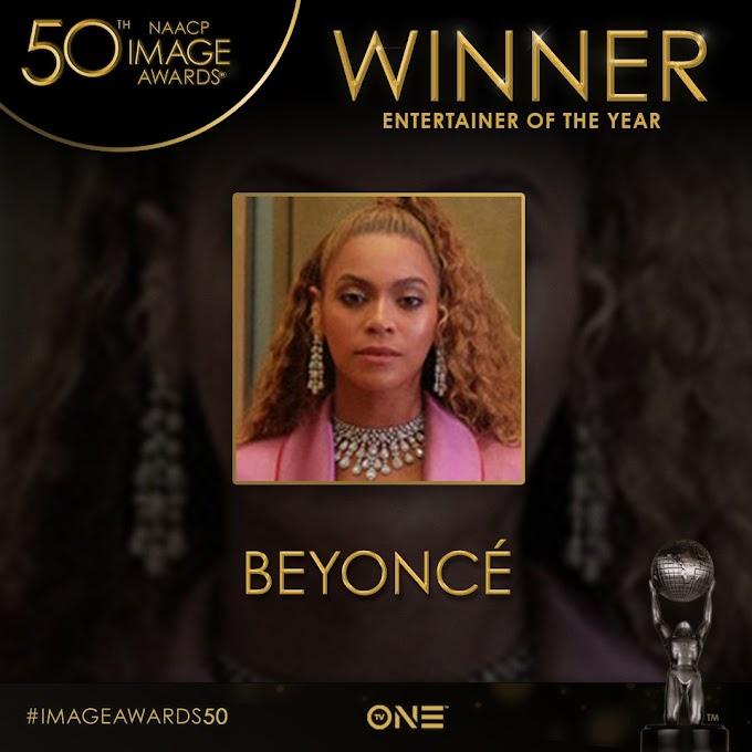 """Bow Down: Beyoncé recebe prêmio de """"Artista do Ano"""""""