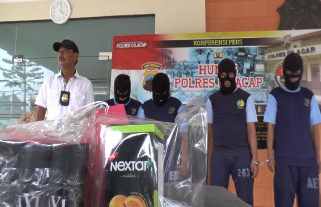 Empat anggota kawanan pencuri spesialis toserba berhasil ditangkap oleh Polres Cilacap