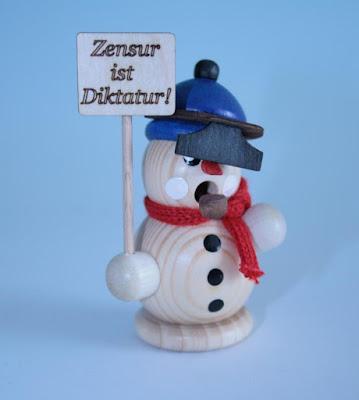 http://www.volkskunst-seiffen.de/Angebote-im-Maerz/Raeuchermann-klein-Demonstrant--Zensur-ca--8cm.html