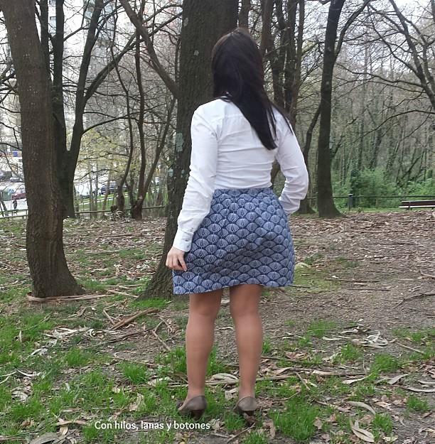 Con hilos, lanas y botones: falda fruncida con bolsillos