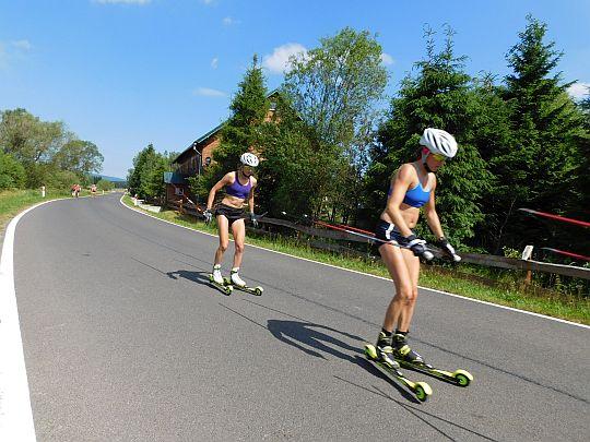 Biegaczki narciarskie.