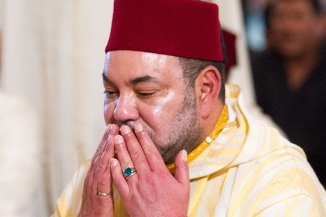 الملك يؤدي صلاة الجمعة في مسجد بمولاي يعقوب