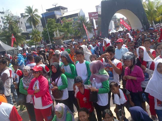 FKPPI dan Golkar 'Adu Gengsi' Lewat Jalan Sehat, Ruas Jalan di Makassar Dipadati Massa