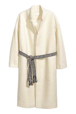 płaszcz z boucle z paskiem H&M wyprzedaż letnia co kupić na wyprzedaży okazje