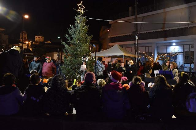 Χριστουγεννιάτικη εκδήλωση για το άναμμα του δέντρου στον Άγιο Αδριανό