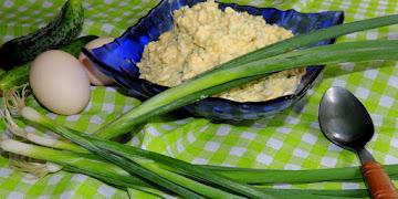 Pasta z jajek i ogórka zielonego