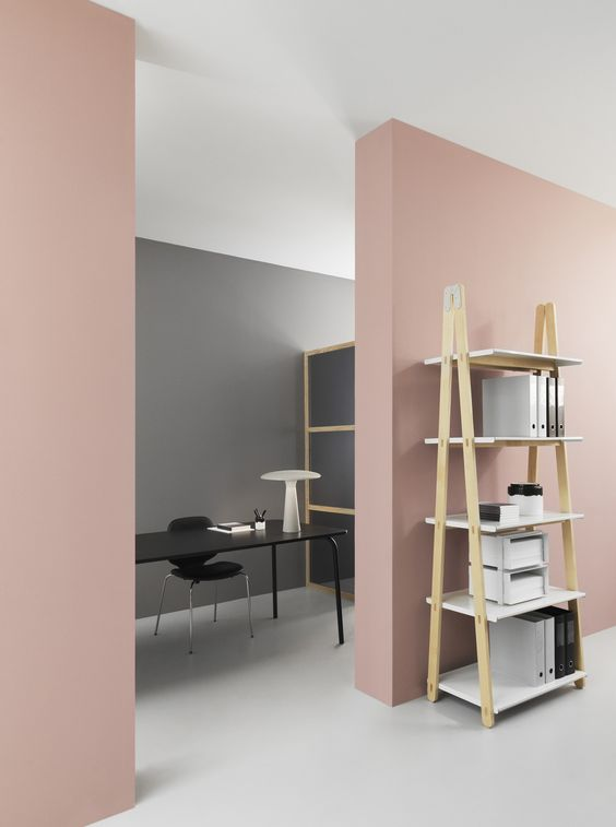 Normann Copenhagen bureau, mur rose