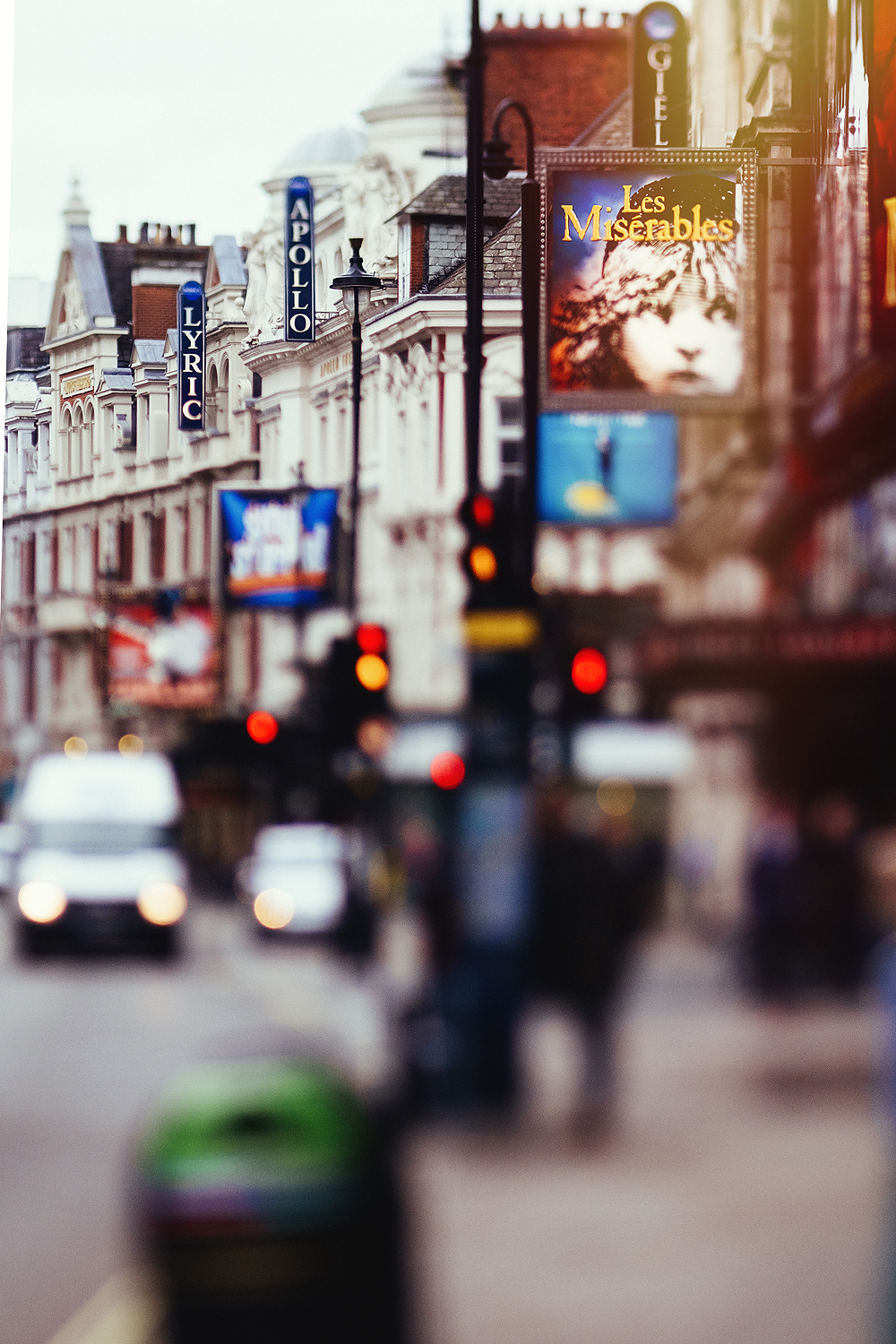 lensbaby edge 80 image of the Apollo theater in London by Willie Kers