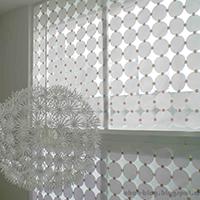 http://www.ohohdeco.com/2012/08/diy-paper-curtain-persianas-de-papel.html