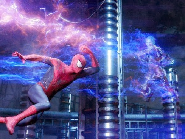 "Spidey vs Electro en  ""The Amazing Spider-Man: EL poder de Electro"""