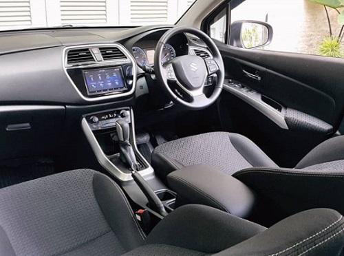 Gambar dalam mobil Suzuki SX4 S Cross