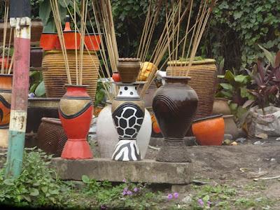 Puesto de cerámica en Arkwings Kodhek Road