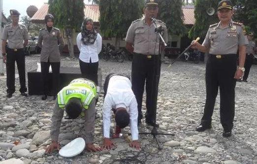 Keren, Di Daerah Ini Polisi Dihukum Push Up Jika Tak Hafal Surat-Surat Al-Qur'an