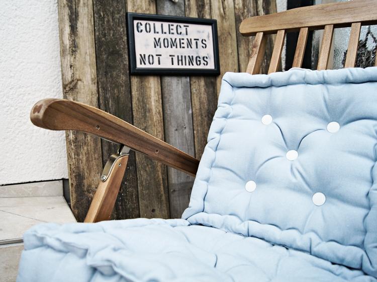 Deckchair mit hellblauen Kissen { by it's me! }