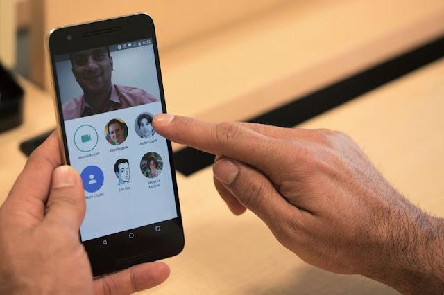 تطبيق GOOGLE DUO من شركة غوغل الآن يسمح لك بالإتصال مجانا 24/24بأي رقم هاتفي في العالم حتى وإن لم يقم بتثبيت التطبيق