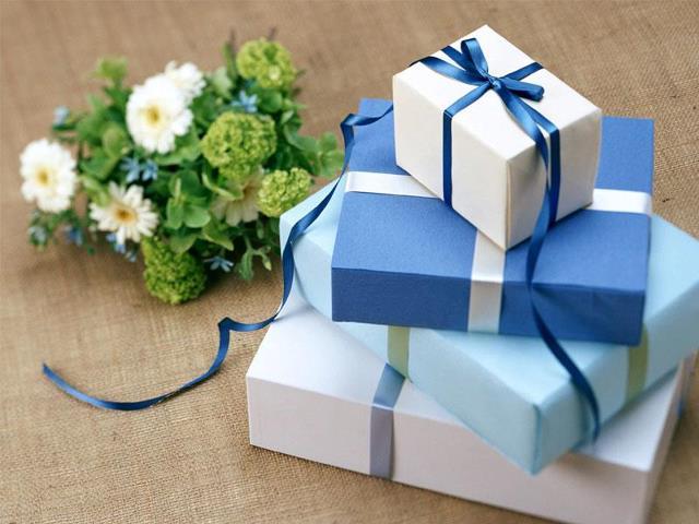 http://4.bp.blogspot.com/-bEVglg_cTS8/UYuGwNXixcI/AAAAAAAAAhg/efGyvA_D_DA/s1600/contoh+kado+pernikahan.jpg