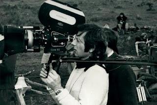 Roman Polanski avec une caméra Arriflex, collection La Cinémathèque française.