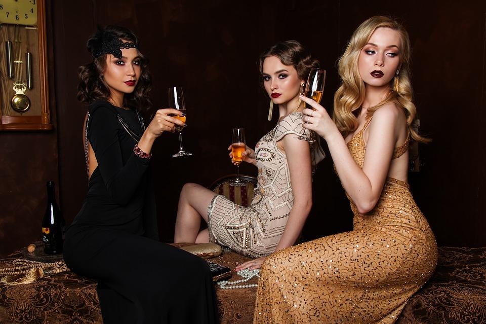 Que ce soit pour aller en soirée, faire du shopping ou juste se balader, le style  glamour convient