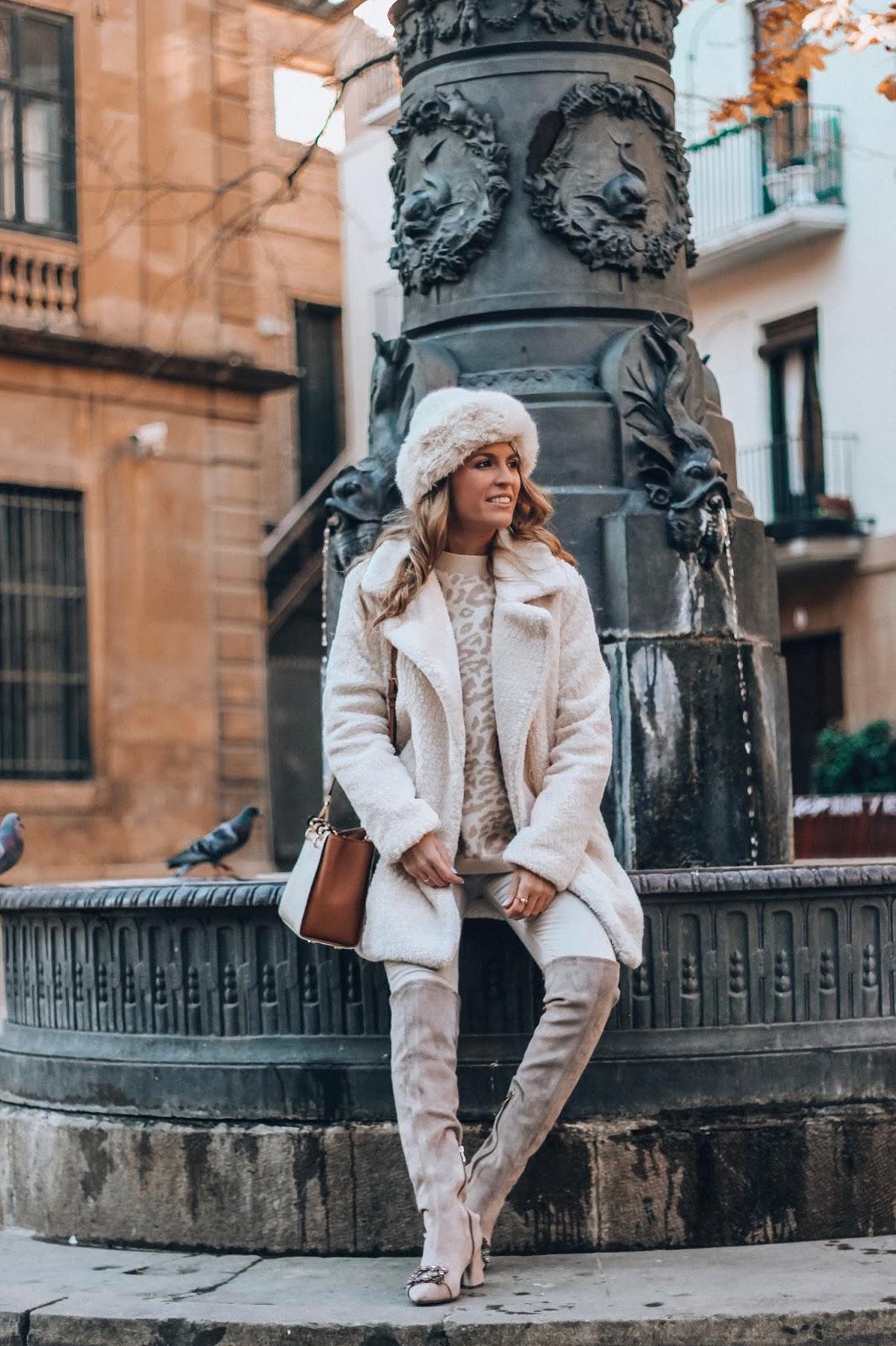 como llevar abrigo peluche blanco