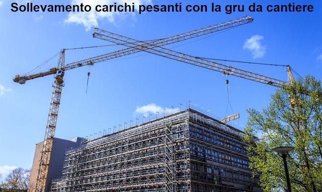 Sollevamento carichi pesanti con la gru da cantiere edile