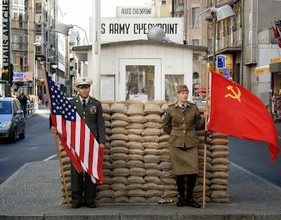 Αποτέλεσμα εικόνας για Ήταν κάποτε σε μια μπυραρία ενας Αμερικανός και ένας Σοβιετικός!