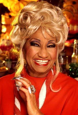Foto de Celia Cruz con gran sonrisa