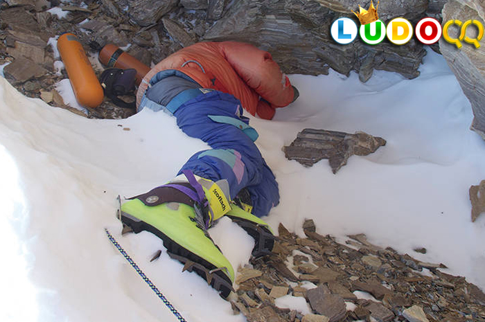 Mayat Pendaki Mulai Terungkap Di Gunung Everest