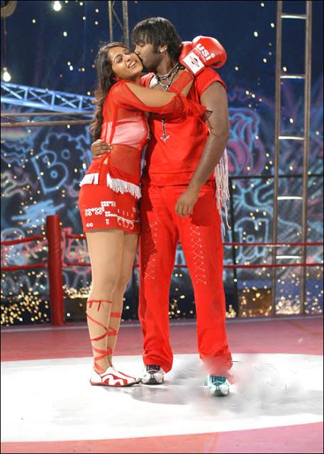 Anushka Shetty kiss scene, Anushka Shetty sexy legs