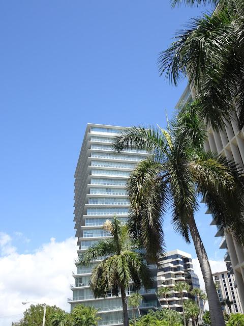 Edificios modernos de Miami de la zona Coral Gables
