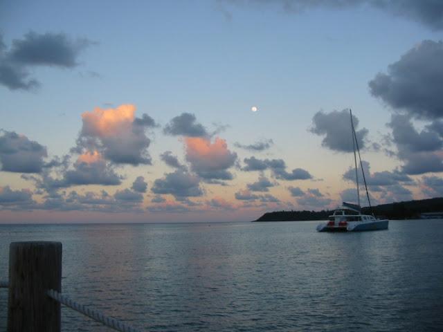Jamaika - Abendhimmel mit Katamaran