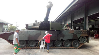 https://4.bp.blogspot.com/-bFdPBbSuI5w/WQ0F722SpJI/AAAAAAAAKOY/X9G_WuNMRowDMoqD1JU_eSXcTjztM72lQCLcB/s1600/Pengecatan-Tank-Leopard-2A4-RevolutionRI-9.jpg