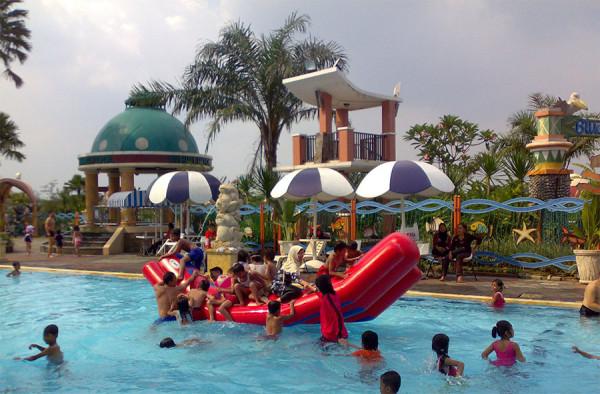 Kegembiraan anak-anak bermain di Marcopolo Water Adventure Bogor