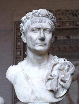 Foto del busto de Trajano